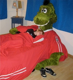 cool-and-funny-plush-kids-bed-from-Incredibeds-3-524x578.jpg